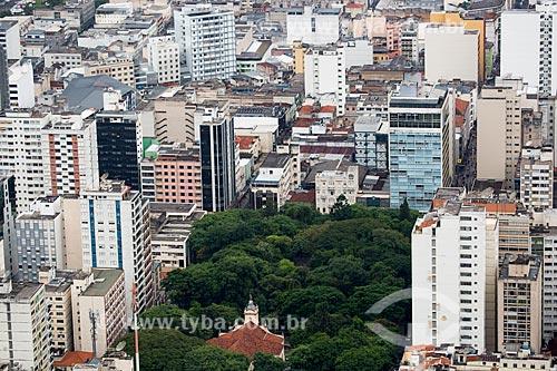 Vista da Igreja de São Sebastião (1878) e do Parque Halfeld a partir do Mirante Salles de Oliveira - mais conhecido como Mirante do Cristo  - Juiz de Fora - Minas Gerais (MG) - Brasil