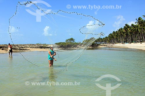 Pescador na Praia de Carneiros  - Tamandaré - Pernambuco (PE) - Brasil