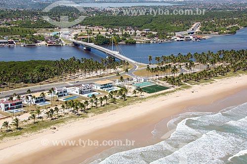 Foto aérea da Praia do Paiva com a Ponte Arquiteto Wilson Campos Júnior - também conhecida como Ponte do Paiva - sobre o Rio Jaboatão  - Cabo de Santo Agostinho - Pernambuco (PE) - Brasil