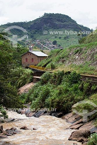 Rio Paraibuna com a antiga Casa de Força da Usina Hidrelétrica de Marmelos (1889) - primeira grande usina hidrelétrica da América do Sul - atual Museu Usina Marmelos Zero  - Juiz de Fora - Minas Gerais (MG) - Brasil