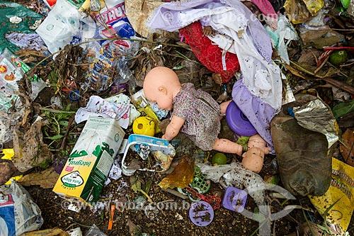 Lixo no Rio Paraibuna  - Juiz de Fora - Minas Gerais (MG) - Brasil