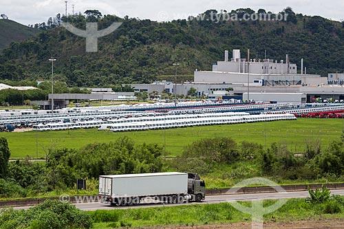Trecho do Km 773 da Rodovia BR-040 com o pátio da montadora Mercedes-Benz ao fundo  - Juiz de Fora - Minas Gerais (MG) - Brasil