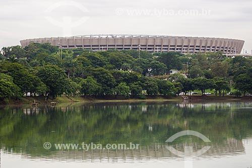 Lagoa da Pampulha com o Estádio Governador Magalhães Pinto (1965) - também conhecido como Mineirão - ao fundo  - Belo Horizonte - Minas Gerais (MG) - Brasil