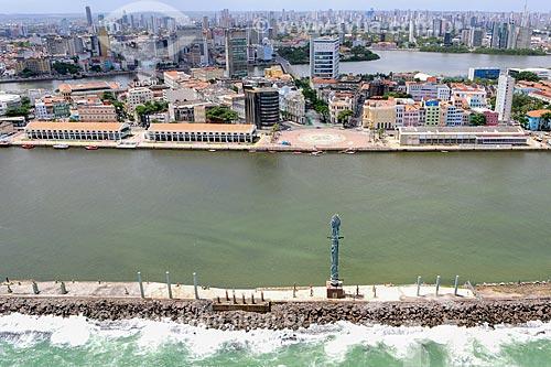 Foto aérea do Parque das Esculturas no Estuário do Porto de Recife com a Praça do Rio Branco - também conhecido como Marco Zero - ao fundo  - Recife - Pernambuco (PE) - Brasil