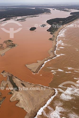 Foto aérea da lama chegando ao mar pelo Rio Doce após rompimento da barragem de rejeitos de mineração da empresa Samarco em Mariana (MG)  - Linhares - Espírito Santo (ES) - Brasil
