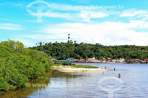 Rio Manguaba com o Farol da Praia de Porto de Pedras - parte da Rota Ecológica de Alagoas - ao fundo  - Porto de Pedras - Alagoas (AL) - Brasil