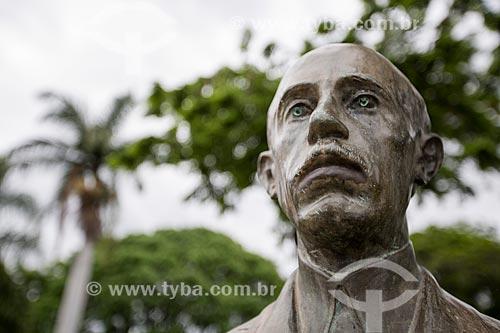 Detalhe do busto de Alberto Santos Dumont na Praça Bagatelle  - Belo Horizonte - Minas Gerais (MG) - Brasil