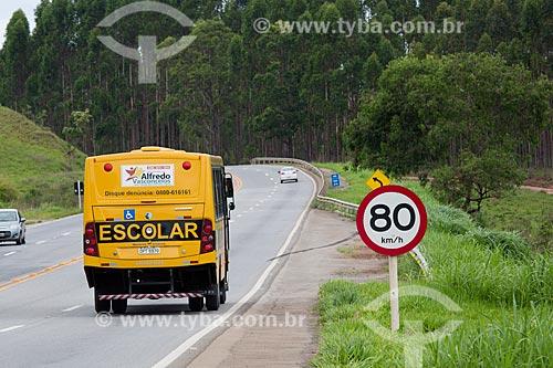 Ônibus Escolar no Km 691 da Rodovia BR-040  - Alfredo Vasconcelos - Minas Gerais (MG) - Brasil