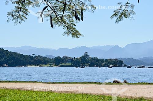 Vista do Palácio de Brocoió - residência alternativa do governador do Estado do Rio de Janeiro - a partir da Ilha de Paquetá  - Rio de Janeiro - Rio de Janeiro (RJ) - Brasil