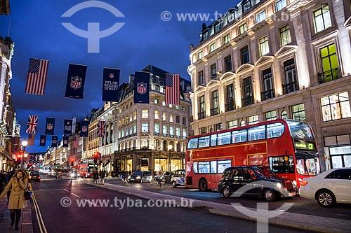 Trânsito em rua de Londres  - Londres - Grande Londres - Inglaterra