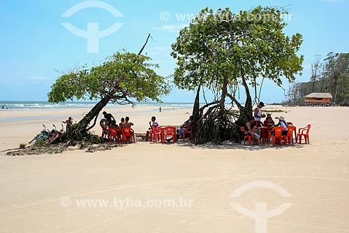 Banhistas na Praia de Barra Velha  - Soure - Pará (PA) - Brasil