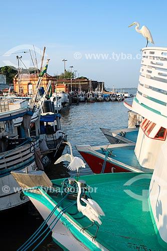 Vista de barcos atracados no porto da Feira do Açaí a partir do Mercado Ver-o-peso  - Belém - Pará (PA) - Brasil