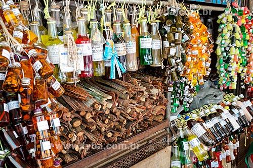 Garrafadas à venda na Feira do feitiço - Mercado Ver-o-peso (Século XVII)  - Belém - Pará (PA) - Brasil