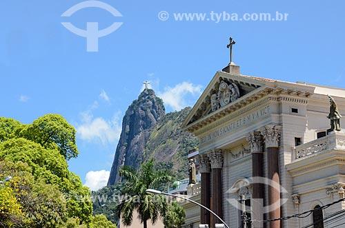 Igreja de Santo Inácio (1913) com Cristo Redentor ao fundo - Colégio Santo Inácio  - Rio de Janeiro - Rio de Janeiro (RJ) - Brasil