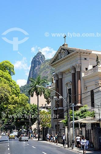 Rua São Clemente e Igreja de Santo Inácio (1913) com Cristo Redentor ao fundo - Colégio Santo Inácio  - Rio de Janeiro - Rio de Janeiro (RJ) - Brasil