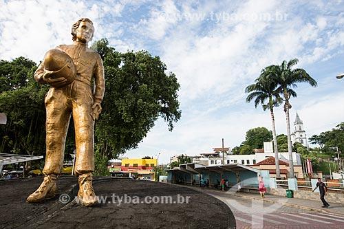 Escultura em homenagem ao ex-piloto de Fórmula 1 Ayrton Senna  - Paraíba do Sul - Rio de Janeiro (RJ) - Brasil