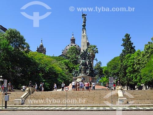 Monumento a Júlio de Castilhos na Praça Marechal Deodoro - mais conhecida como Praça da Matriz - com a Catedral Metropolitana de Porto Alegre (1929) ao fundo  - Porto Alegre - Rio Grande do Sul (RS) - Brasil