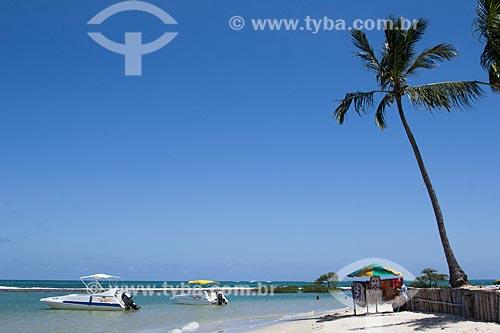 Lancha na orla da Praia dos Carneiros  - Tamandaré - Pernambuco (PE) - Brasil