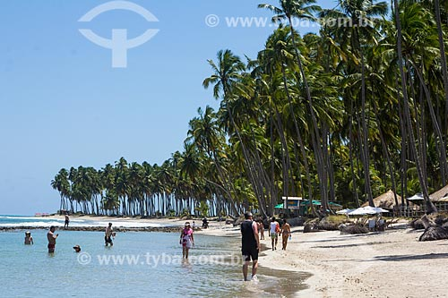 Banhistas na orla da Praia dos Carneiros  - Tamandaré - Pernambuco (PE) - Brasil