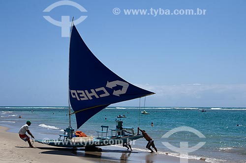 Jangada na orla da Praia de Porto de Galinhas  - Ipojuca - Pernambuco (PE) - Brasil