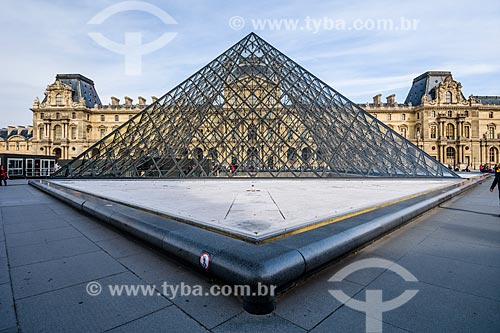 Pirâmide do Louvre (1989) no pátio principal do Palais du Louvre (Palácio do Louvre)  - Paris - Paris - França