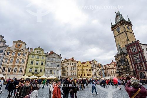 Turistas na Staromêstské Námêstí (Praça da Cidade Velha) com a Kostel Matky Bo?í p?ed Týnem (Igreja da Nossa Senhora em frente de Týn) à direita  - Praga - Região da Boêmia Central - República Tcheca