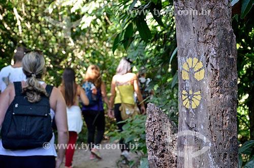 Turistas na trilha do Morro da Urca  - Rio de Janeiro - Rio de Janeiro (RJ) - Brasil