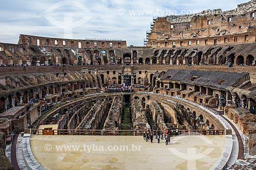 Turistas no interior do Coliseu - também conhecido como Anfiteatro Flaviano  - Roma - Província de Roma - Itália