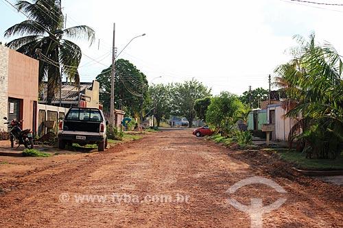 Canteiro de obras durante a instalação de saneamento e pavimentação de rua  - Cujubim - Rondônia (RO) - Brasil