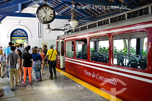 Passageiros na plataforma da Estação da Estrada de Ferro do Corcovado  - Rio de Janeiro - Rio de Janeiro (RJ) - Brasil