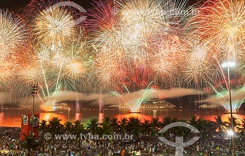Fogos de artifício na Praia de Copacabana durante o réveillon 2015  - Rio de Janeiro - Rio de Janeiro (RJ) - Brasil