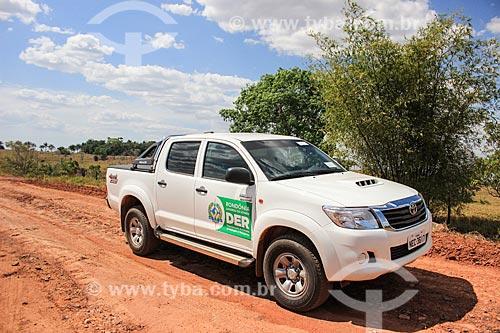 Viatura do Departamento de Estradas e Rodagens (DER) em canteiro de obras próximo à Rodovia RO-480  - Ji-Paraná - Rondônia (RO) - Brasil