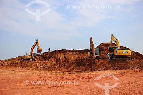 Escavadeiras na Cascalheira Jalapão  - Porto Velho - Rondônia (RO) - Brasil