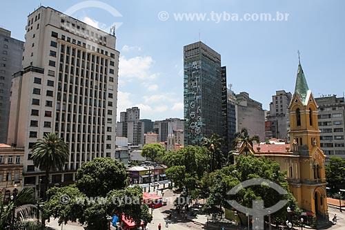 Vista do Largo do Paissandú com a Igreja de Nossa Senhora do Rosário dos Homens Pretos - à direita  - São Paulo - São Paulo (SP) - Brasil