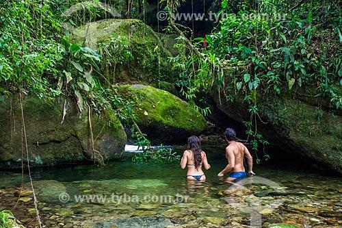 Casal no Poço das Bromélias - Parque Nacional da Serra dos Órgãos  - Teresópolis - Rio de Janeiro (RJ) - Brasil