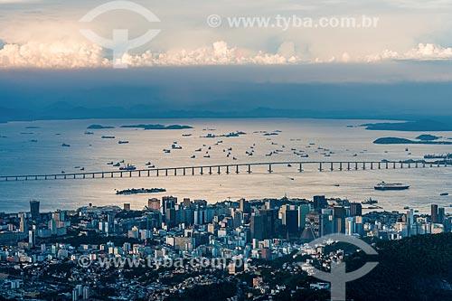Vista do bairro do centro e Baía da Guanabara a partir do mirante do Cristo Redentor  - Rio de Janeiro - Rio de Janeiro (RJ) - Brasil