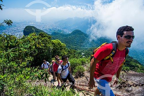 Turistas subindo a escada de acesso ao Pico da Tijuca  - Rio de Janeiro - Rio de Janeiro (RJ) - Brasil