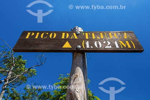 Placa na trilha do Pico da Tijuca indicando a altura  - Rio de Janeiro - Rio de Janeiro (RJ) - Brasil