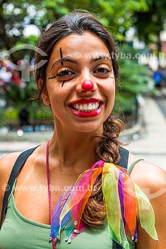 Foliã no desfile do bloco de carnaval de rua Laranjada Samba Clube  - Rio de Janeiro - Rio de Janeiro (RJ) - Brasil