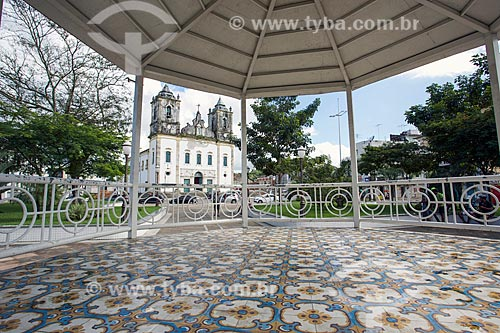 Coreto com a Igreja Matriz de Nossa Senhora da Purificação ao fundo  - Santo Amaro - Bahia (BA) - Brasil