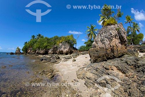 Ilha da Pedra Furada na Baía de Camamu  - Camamu - Bahia (BA) - Brasil