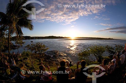 Turistas na Ponta do Xaréu observando o pôr do sol  - Itacaré - Bahia (BA) - Brasil