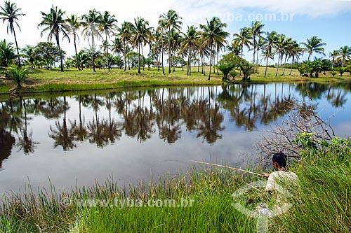 Pescador na Lagoa do Cassange  - Maraú - Bahia (BA) - Brasil