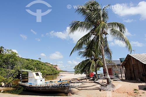 Barco atracado na Praia de Carapibus  - Conde - Paraíba (PB) - Brasil