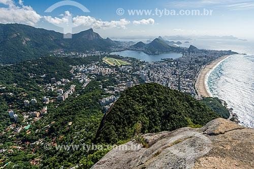 Vista do cume do Morro Dois Irmãos com o Cristo Redentor ao fundo  - Rio de Janeiro - Rio de Janeiro (RJ) - Brasil