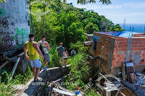 Trilha na favela do Vidigal para acesso ao Morro Dois Irmãos  - Rio de Janeiro - Rio de Janeiro (RJ) - Brasil