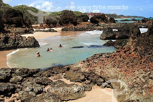 Banhistas na orla da Praia de Tambaba  - Conde - Paraíba (PB) - Brasil