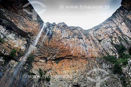 Queda dágua na trilha para Cachoeira do Tabuleiro  - Conceição do Mato Dentro - Minas Gerais (MG) - Brasil