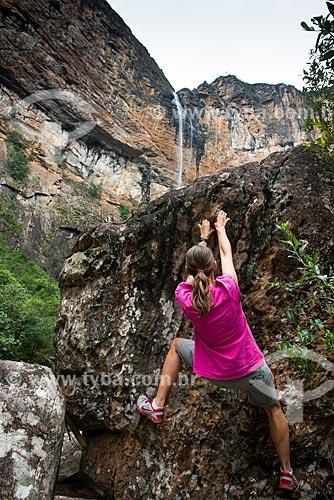 Escalada em rocha na trilha para Cachoeira do Tabuleiro  - Conceição do Mato Dentro - Minas Gerais (MG) - Brasil