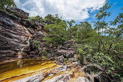 Cachoeira do Abismo na trilha para o Mirante da Janela no Parque Nacional da Chapada dos Veadeiros  - Alto Paraíso de Goiás - Goiás (GO) - Brasil